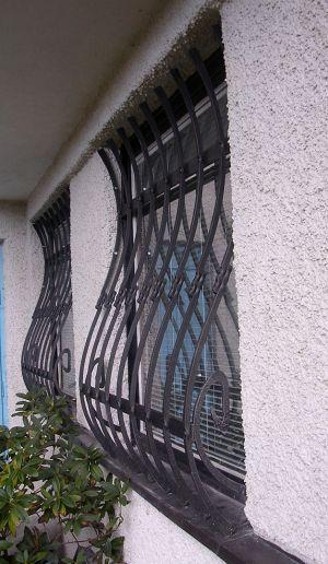 kovaná  moderní mříž