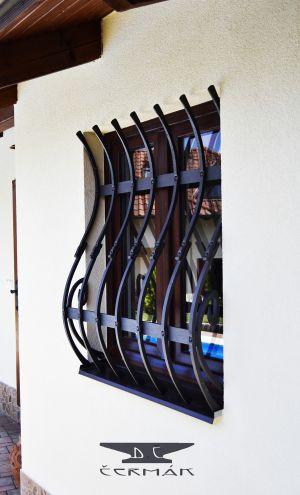 moderní kovaná mříž