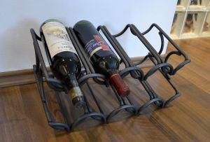 kovaný stojan na víno