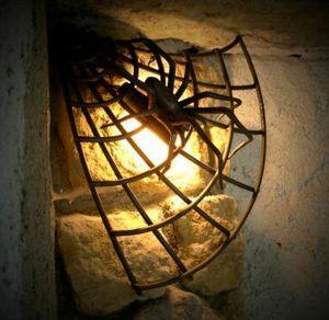 světlo - kovaný pavouk